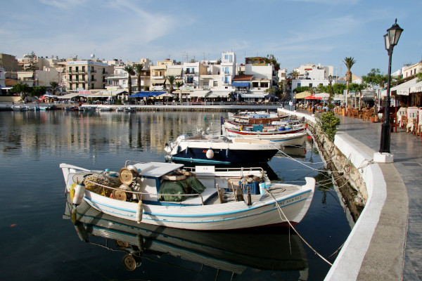 A picture showing small fishing boats at the lake of Agios Nikolaos on Crete.