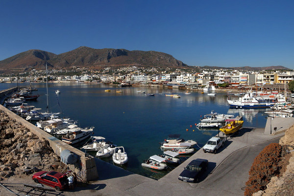 A picture of the port of Hersonissos.