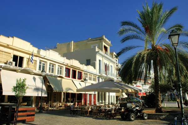 A picture showing some buildings in the old city of Kalamata.
