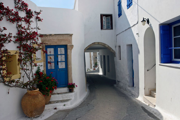 A narrow pedestrian street and a tunnel under a house in the main settlement (Chora) of Kythera.