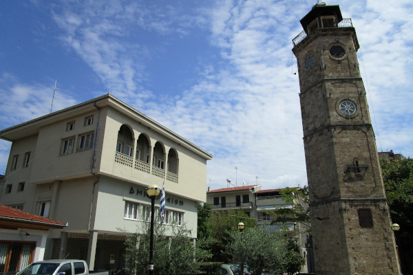 The town hall and the old clocktower of the city of Naousa.
