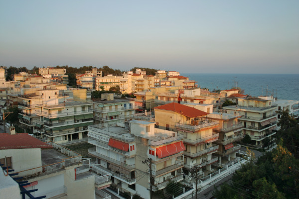 A panoramic picture showing numerous blocks of flats that correspond to a neighborhood of Nea Kallikrateia.