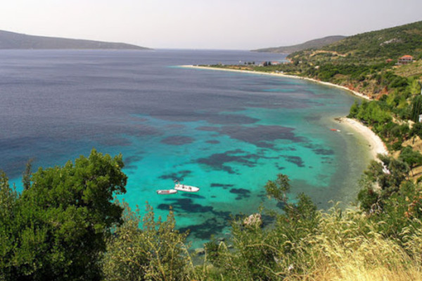 A panoramic picture showing the beach and the waters of Megalos Mourtias on Alonnisos.