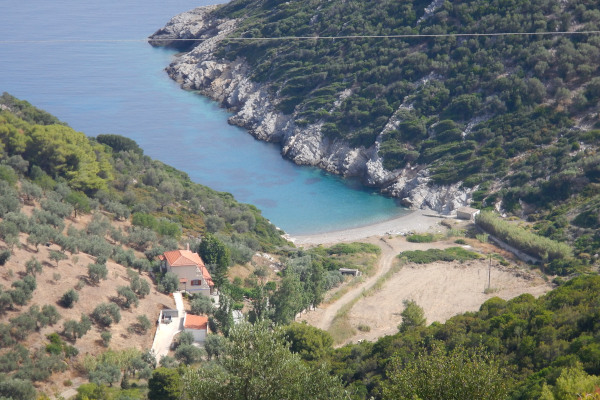 A panoramic picture of the small bay that hosts the Mikros Mourtias beach on the island of Alonnisos.