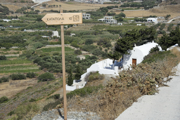 A wooden sign showing the distance in kilometers within the hiking trail network of Amorgos.