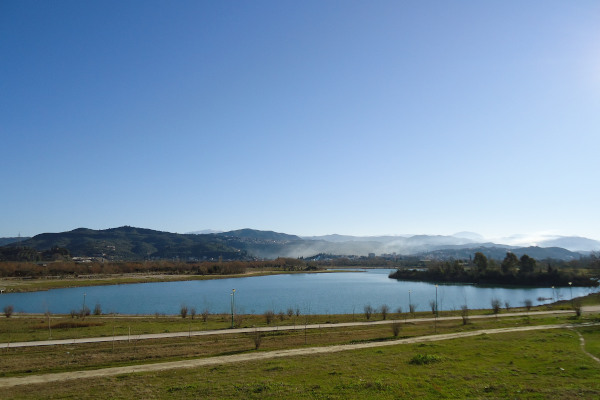 An overview of the artificial lake close to the city of Arta.