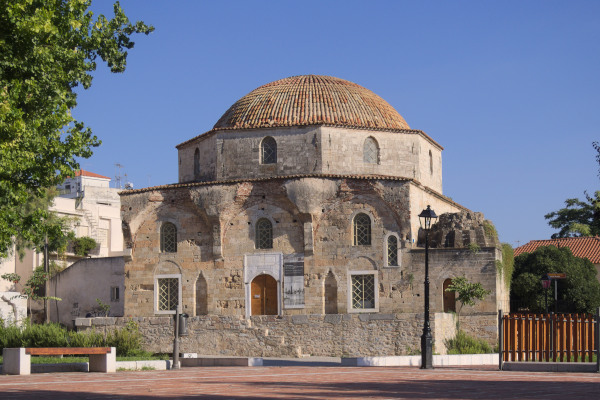 A photo of the outside of the Emir Zade Mosque in Chalkida during a sunny day.