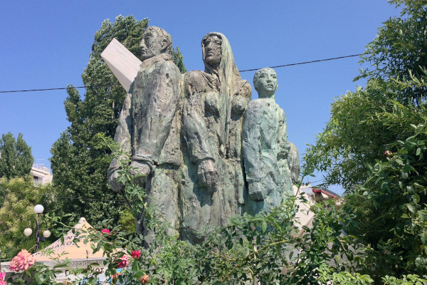 The statue dedicated to the National Resistance located at the seafront promenade of Chalkida.
