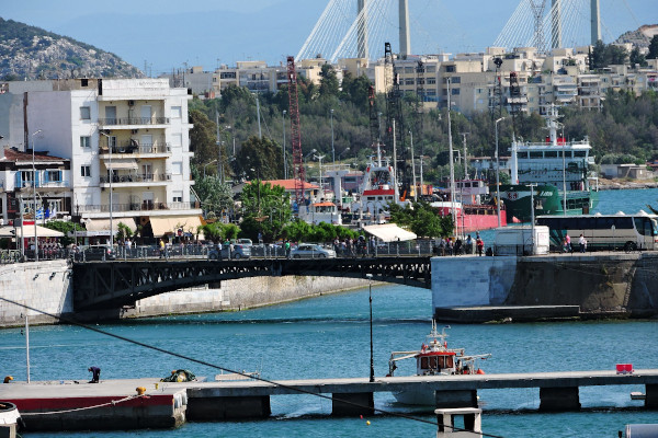 A picture of the old sliding bridge of Chalkida.