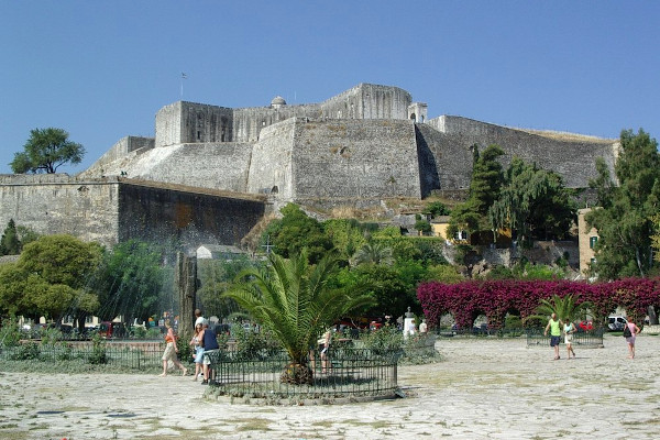 An image showing the walls of the New Venetian Fortress in the old town of Corfu.