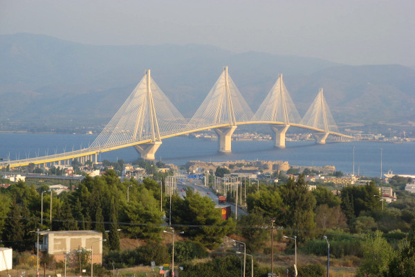 An image showing the Rio-Antirrio Bridge dwarfing anything else around.