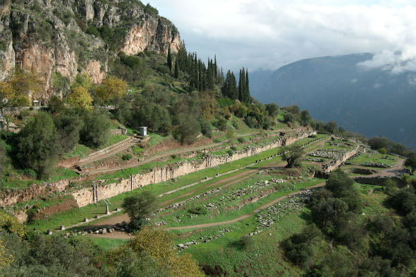 An overview of the remains of the Athenian Gymnasium of Delphi.