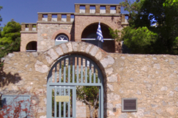 The outside entrance of the yard leading to the Museum of Delphic Festivals.