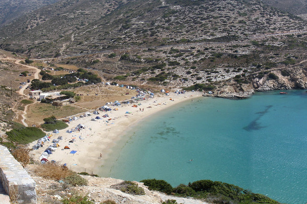 A panoramic photo of the Kedros beach on the island of Donousa.