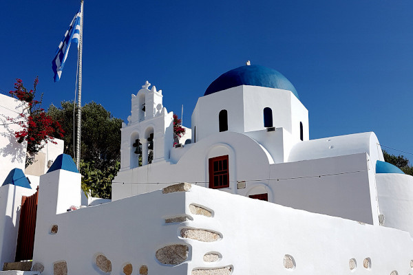 A photo of the exterior of the Stavros church of Donousa.