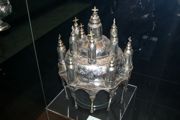 A silver ecclesiastical artifact (artophorion) placed in the museum display case.