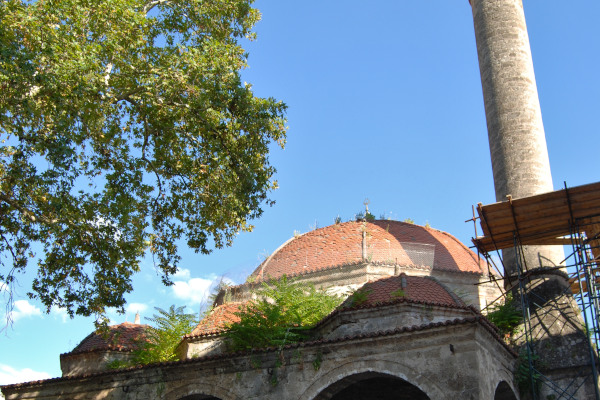 A picture showing the exterior of the Yeni Mosque of Edessa.
