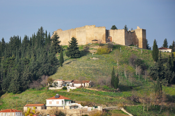 A picture showing the Castle of Fanari on the top of the hill with some houses of the settlement close to it.