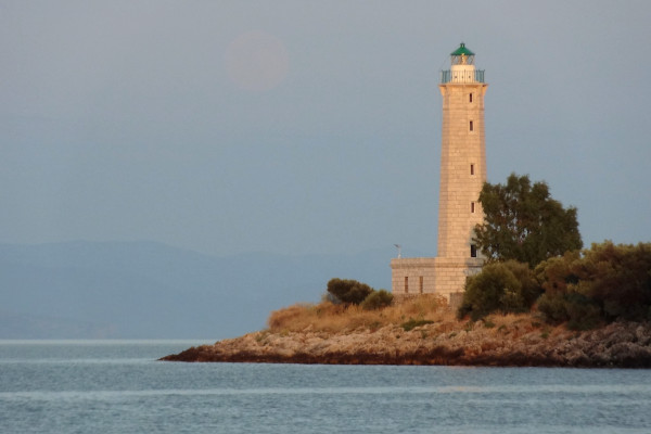 A picture showing the Lighthouse of Gytheio on Cranae Island.