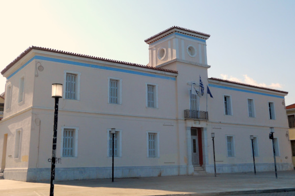 A close up picture showing the Town Hall of Gytheio.