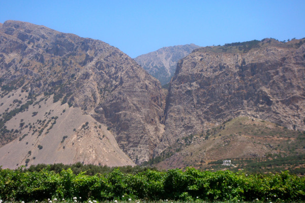 A picture that shows the «Ha» Gorge and the Thrypti Mountain Range close to Ierapetra.