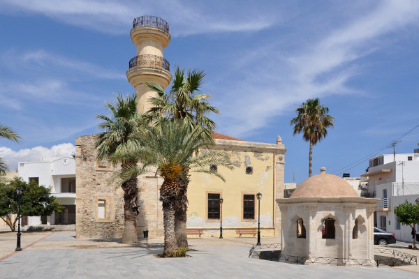 A picture of the Ottoman Mosque and the Fountain of the town of Ierapetra.