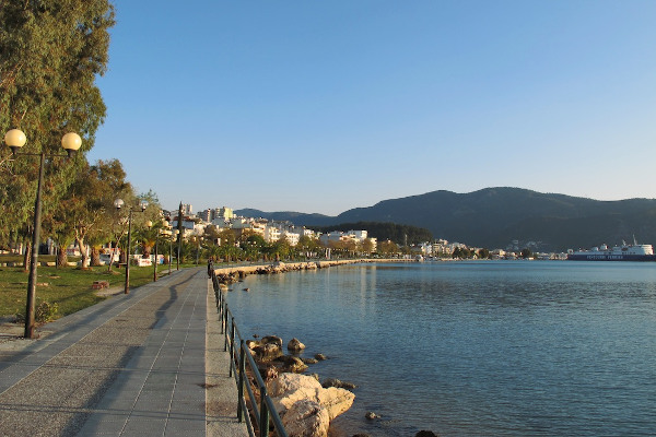 A photo showing the paved seafront promenade of Igoumenitsa.