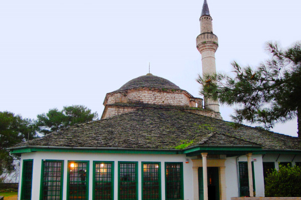 A picture showing the exterior of the Ethnographic Museum of Ioannina (Aslan Pasha Mosque).