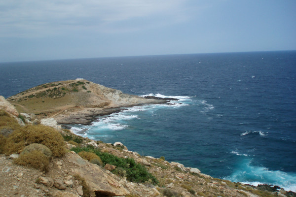 An overview of the Cape Cavo D'Oro with waves crashing on the shore.