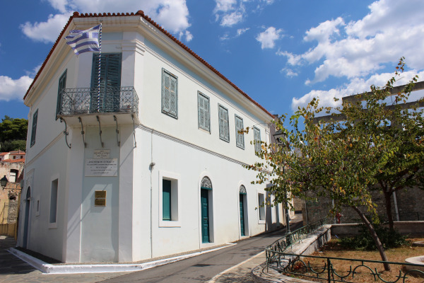 A picture showing the exterior of the Historical and Folklore Museum of Kalamata.