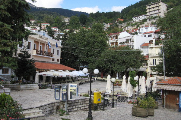 Central square and town hall of Karpenisi with other buildings built amphitheatrically in the background.