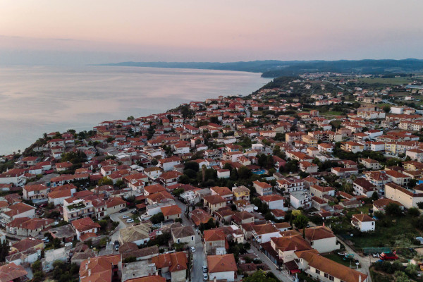 A panoramic view of the village of Afitos where the coast and the sea are also visible.