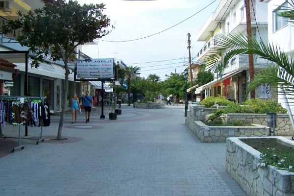 A pedestrian street of Kallithea that hosts shops and tavernas.