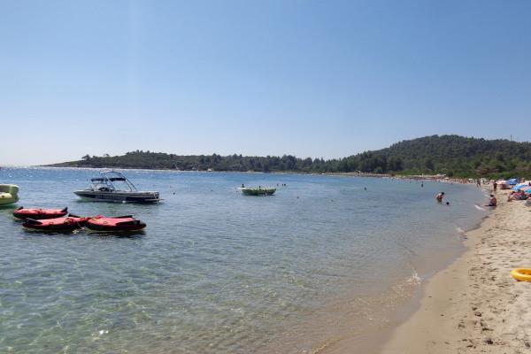 A photo of the beach of the beach of Pefkochori in Halkidiki.