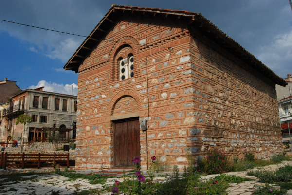 An image of the small church of Saint Nicholas of Kasnitzis in Kastoria.