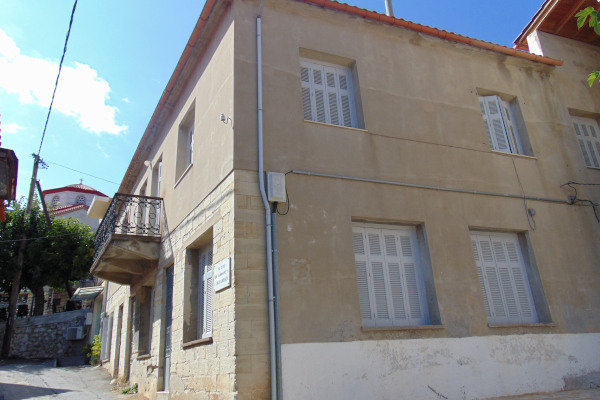 The exterior of the house in Kymi where the researcher and scientist Georgios Papanikolaou lived.