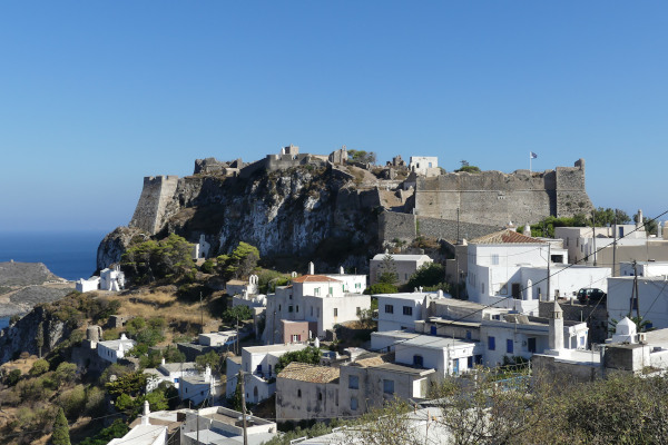 A picture depicting the castle of Kythira Chora.