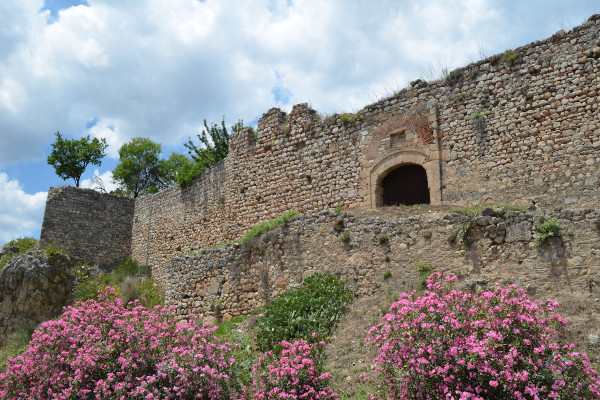 A close up picture of a part of the walls of the Castle of Lamia.