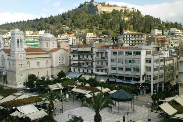 An overview of Eleftherias Square in Lamia that includes the Cathedral of the city.