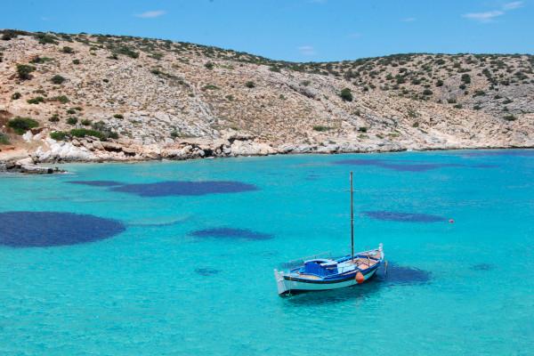 An image of the rocky coast of Iraklia Island.