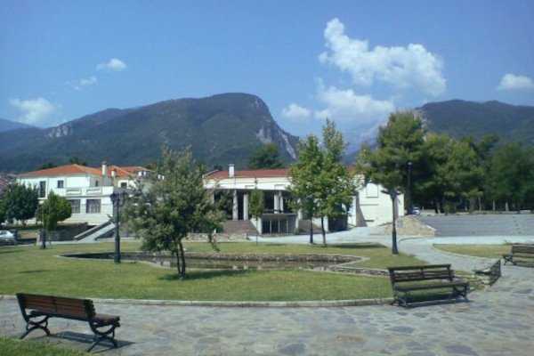 A photo showing a part of the Litochoro municipal park.