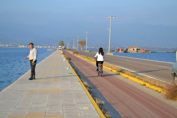 The pedestrian and cycling path that connects Mesolongi and Tourlida island.