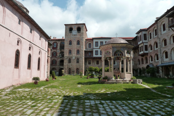 The yard of Xeropotamou monastery including the basin (fiali), a part of the main church, and the surrounding buildings.