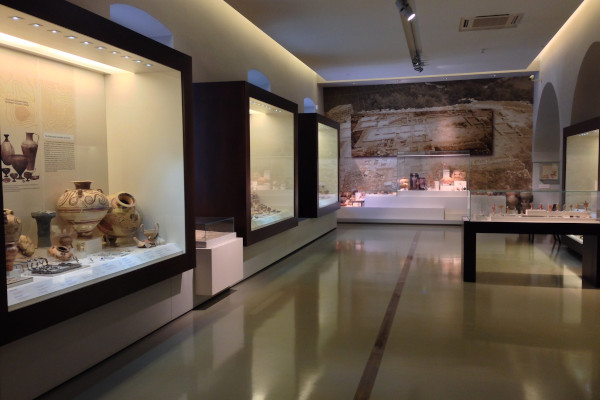 A photo showing exhibits in displays in one of the rooms of the Archaeological Museum of Nafplio.
