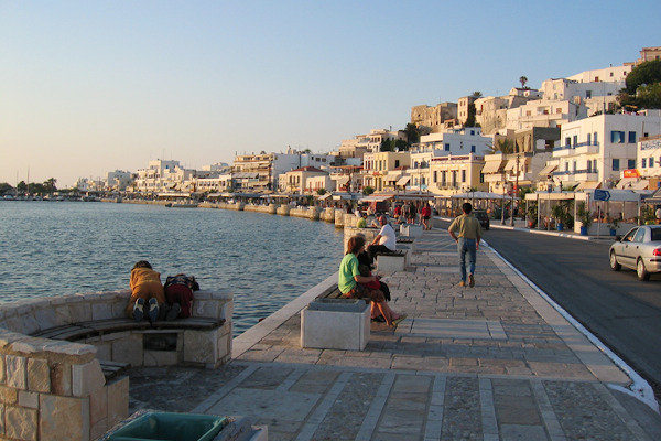 A picture showing the coastal promenade of the Chora (main settlement) of Naxos.