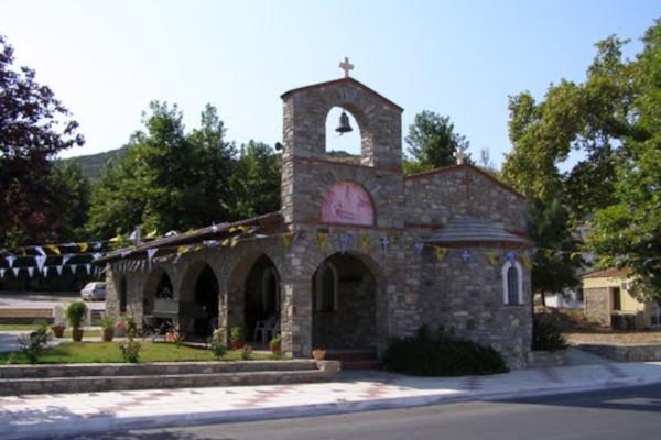 A picture of the exterior of the Panagia Faneromeni Church in Nea Peramos.