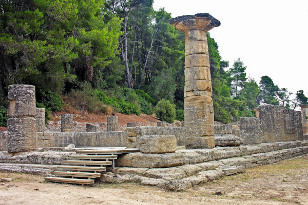 A photo showing the remains of Temple of Hera at Olympia.