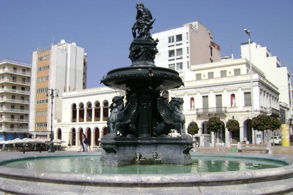 An image showing the fountain of King George Square in the city of Patras.