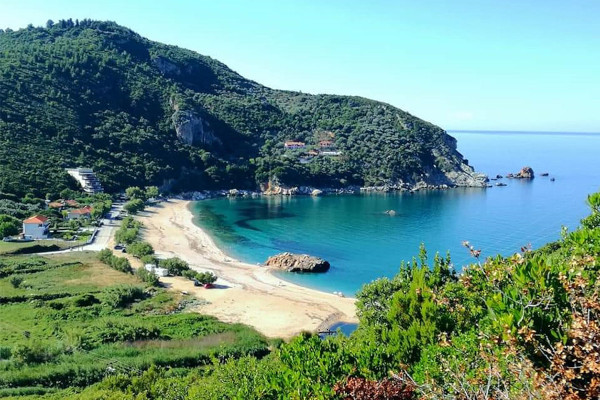 An overview of the Paltsi (Ag. Konstantinos) beach on South Pelion.