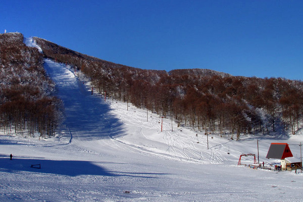 A snowy slope and a lift of the ski center of Pisoderi - Viglas.
